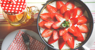 fresh-strawberries-cake-picjumbo-com