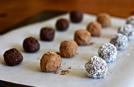 raw-chocolate-energy-bites